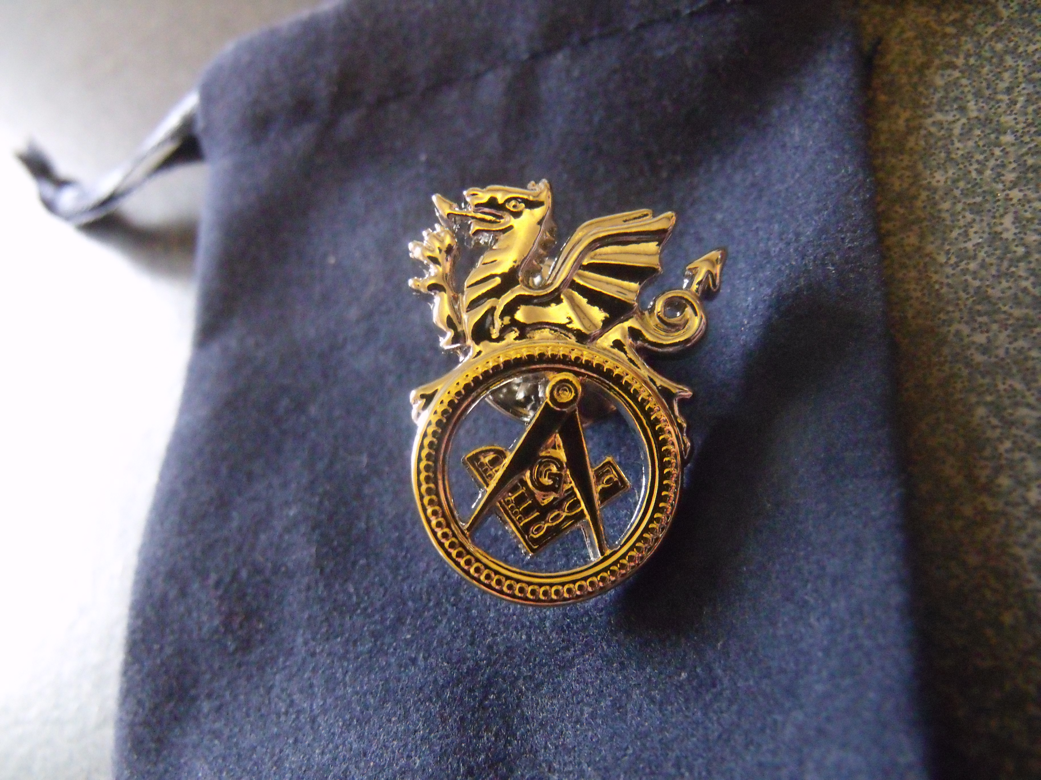 welsh masonic lapel badge